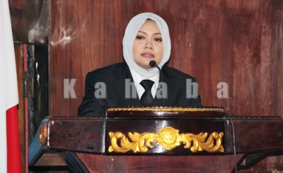 Bupati Bima Hj. Indah Damayanti Putri menyampaikan sambutan saat aSertijab Jabatan Bupati Bima. Foto: Bin
