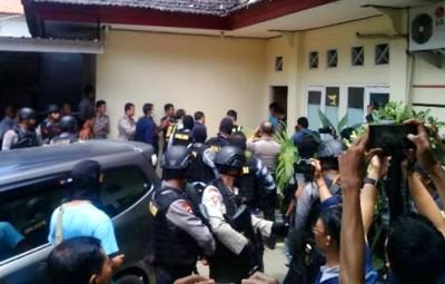 Jenakah terduga Teroris FJ saat tiba RS. Bhayangkara Mataram.