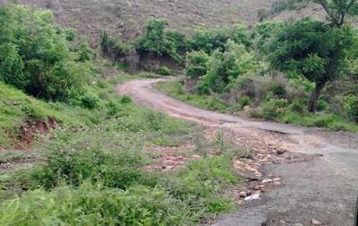Kondisi jalan di Desa Piong. Foto: Abu