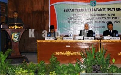 Penjabat Bupati Bima Bachrudin saat memberikan sambutan terakhirnya. Foto: Bin