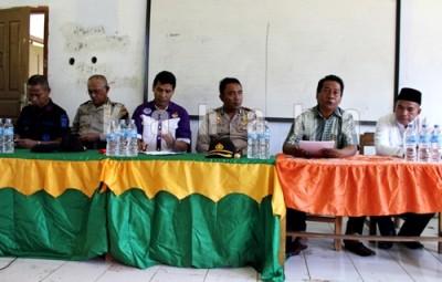 Polres Bima dan jajaran Ponpes Mutmainah. Foto: Deno