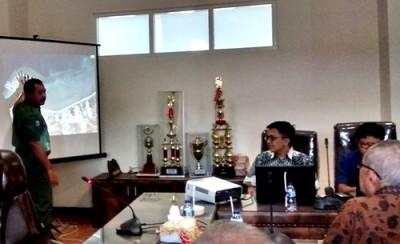 Walikota Bima saat memaparkan penyusunan DED Lawata-Amahami. Foto: Hum