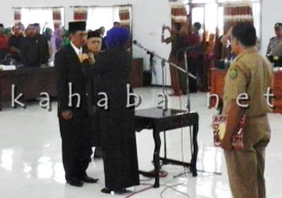 Azhar saat dilantik menjadi anggota DPRD Kabupaten Bima. Foto: Ady