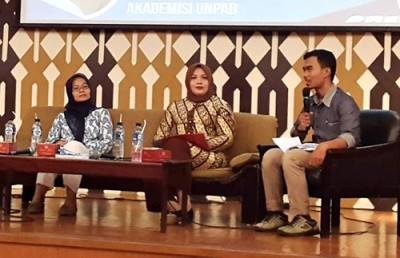 Bupati Bima saat menjadi narasumber seminar di Universitas Padjajaran Unpad Bandung. Foto: Andi Sirajudin