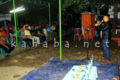 H. Sutarman saat berbicara di depan warga Kelurahan Dara. Foto: Bin