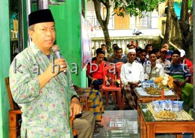 H. Sutarman saat berbicara di depan warga Kodo. Foto: Bin