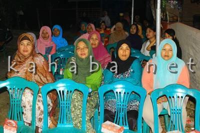 Ibu - ibu di kampung sigi saat menghadiri silahturahim H. Sutarman. Foto: Bin
