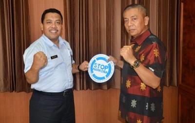 Kepala BNN Provinsi NTB dan Wakil Walikota Bima. Foto: Hum
