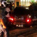 Mobil Sedan Tabrak Pagar Kantor Walikota Bima