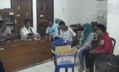 Pasangan Muda - mudi diamankan di Kelurahan Santi. Foto: Deno