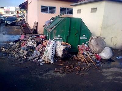 Sampah di Pasar Tente