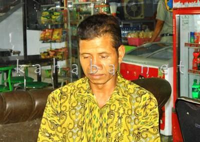Sukardin, orang tua Ishaka warga Desa O'o, Kecamatan Donggo. Foto: Deno