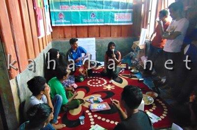 Warga Oi Bura saat mengikuti Sekolah Tehnik Fasilitasi. Foto: Ady