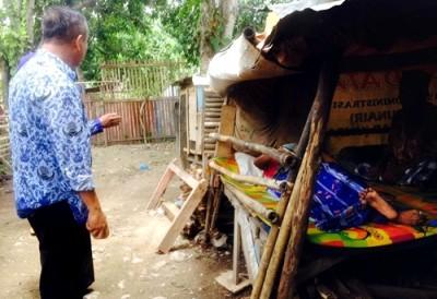 Wawali Bima saat kunjungi warga yang sakit. Foto: Hum