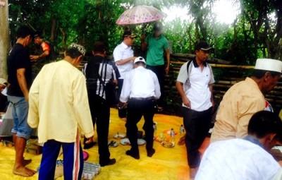 Wawali saat bersama warga Kelurahan Kendo. Foto: Hum