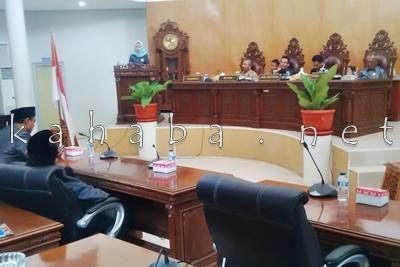Anggota DPRD Kota Bima Dapil II Muthmainnah saat melaporkan hasil Reses. Foto: Bin
