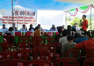 Ardiansyah saat menyampaikan penolakan rencana pembangunan Gereja di Mande. Foto: Noval