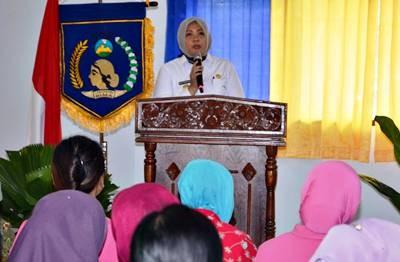 Bupati Bima saat memberikan sambutan Musda GOW. Foto: Hum