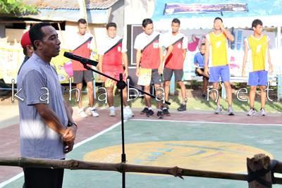 Camat Mpunda saat membuka secara resmi Kejuaraan Bola Voli Mini yang diadakan FPPL Lewirato. Foto: Noval