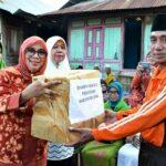 DWP Serahkan Bantuan Bagi Masyarakat Risa