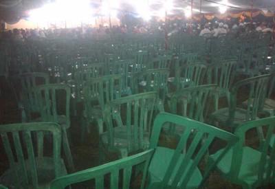 Kursi saat acara Haflah Al Quran banyak yang kosong. Foto: Bin