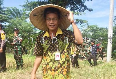 Kepala Perum Bulog Sub Divre Bima Raden Gunadharma.