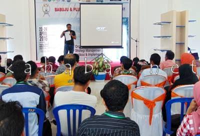 Owner Samada Decor M. Chandra Kusuma saat berbicara tentang usahanya. Foto: Ady