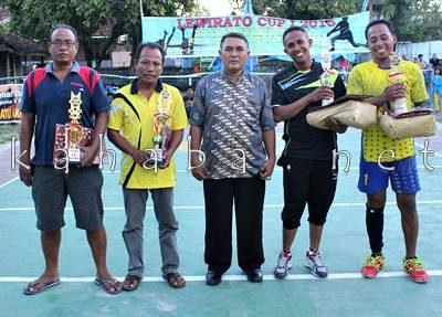 Para Juara pose bersama usai penyerahan hadiah. Foto: Deno