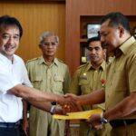 Walikota Bima Terima Penyerahan Alat Berat dari Kementrian PU