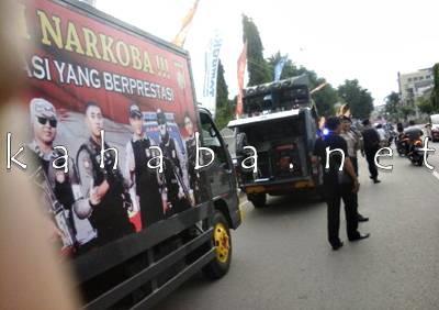 Polisi sosialisasi narkoba. Foto: Deno