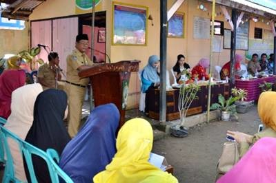 Sekda Kabupaten Bima saat memberikan sambutan pada Lomba Kelompok BKB NTB. Foto: Hum