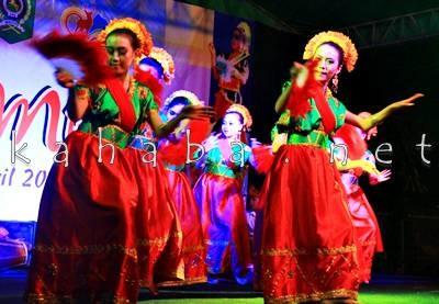Tarian Sanggar Nuci Dara pada Festival Budaya Mbojo. Foto: Deno