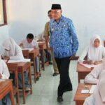 Pantau UN, Wabup Bima Minta Sekolah Jaga Integritas