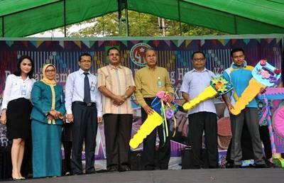 """Walikota Bima pose bersama usai membuka Pameran Pembangunan. Foto"""" Hum"""