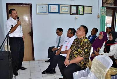 Walikota Bima saat menyampaikan sambutan pada penyerahan bantuan bina lingkungan oleh PT. Pelindo III Cabang Bima. Foto: Hum