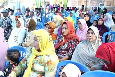 Warga Lingkungan Spaga Kelurahan Jatibaru saat menghadiri Reses DPRD Dapil I. Foto: Bin