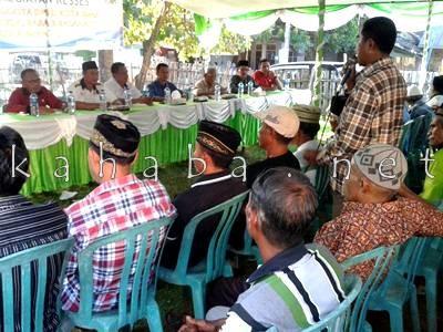 Warga Rontu menyampaikan aspirasi saat Reses Anggota DPRD Kota Bima Dapil III. Foto: Noval