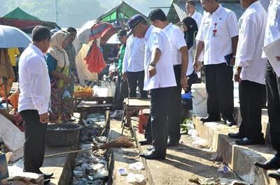 Wawali Bima saat tinjau Pasar Amahami. Foto: Hum