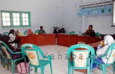 Peserta Sekolah Paralegal saat berdiskusi tentang proses diversi bersama LPA NTB, Rabu (11/5) siang. Foto : Ady