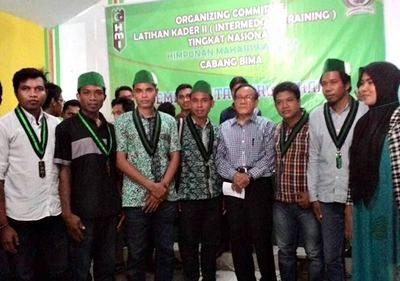 Akbar Tanjung bersama peserta LK II HMI. Foto: Opick Al-Paradewa (Facebook)