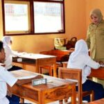 Bupati Bima Monitoring UN Tingkat SMP Sederajat