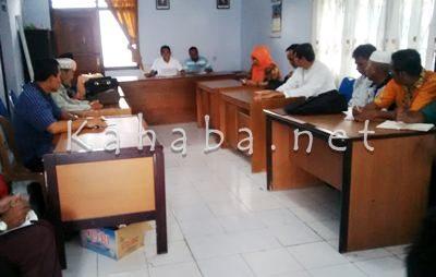 Dikpora dan Kepala Sekolah Swasta saat membahas dugaan manipulasi jumlah siswa. Foto: Bin