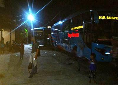 Dua Bus Surya Kencana tertahan di Sumbawa