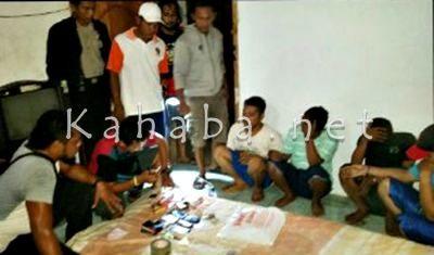 Empat Pemuda saat dibekuk aparat saat hendak memakai Narkoba. Foto: Deno