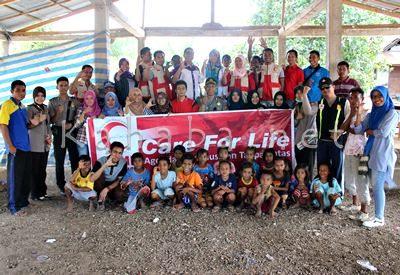 Foto bersama usai Khitan gratis di Desa Sampungu. Foto: Bin