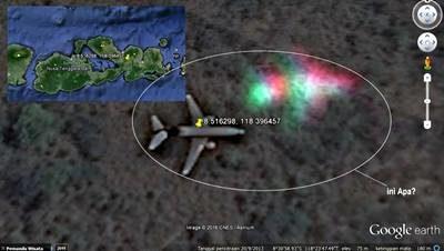 Foto penampakan pesawat jatuh di Kabupaten Dompu dari citra satelit Google Earth. Foto: Facebook