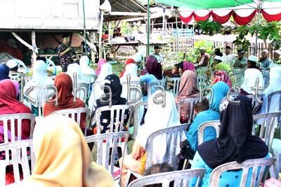 H. Sutarman dihadapan warga Kelurahan Oi Fo'o. Foto: Bin