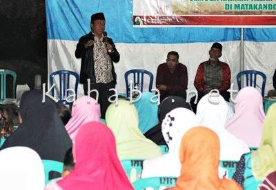 H. Sutarman memperkenalkan diri dihadapan warga Kelurahan Matakando. Foto: Bin