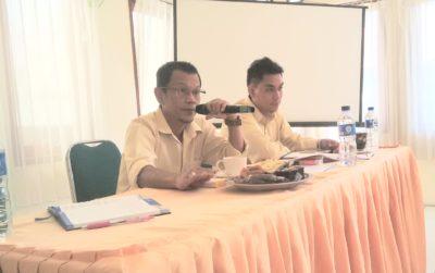 Kepala Bulog Subdivre II Bima R. Gunadharman saat konferensi pers. Foto: Bin
