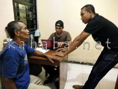 Kakek Pemerkosa bocah saat diamankan. Foto: Deno